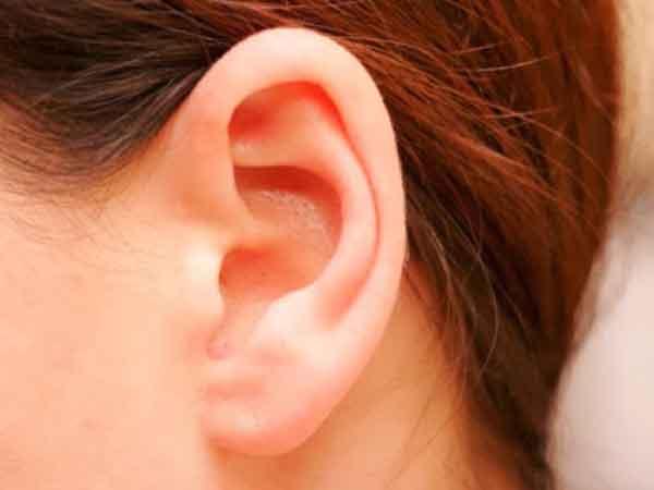 Nóng tai phải báo hiệu điều gì?