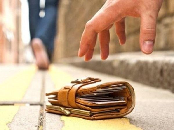 Nhặt được tiền có điềm báo gì? có phải là may mắn không?